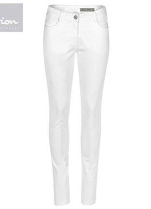 Белые джинсы скинны большого размера