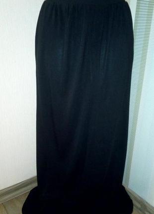 Чёрная длинная юбка из вискозы.