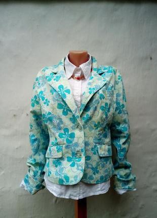 Красивый трендовый легкий котоновый короткий приталенный жакет в голубые цветы,пиджак.