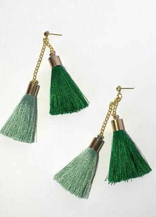 Серьги с двумя кисточками зеленые