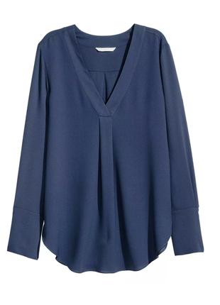 Темно-синяя блуза h&m с длинным рукавом и v-образным треугольным вырезом как у zara