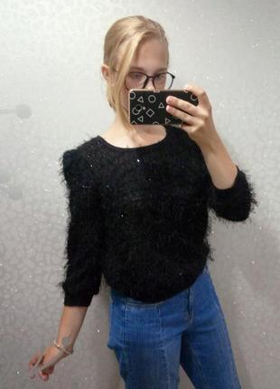 Мохнатый пушистый свитер с пайетками