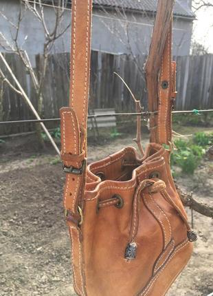 Модная брендовая кожаная сумочка.