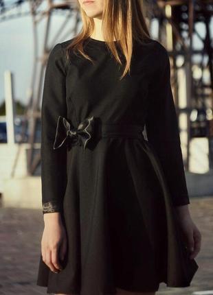 Чёрное платье с длинным рукавом