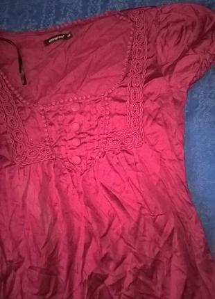 Платье вишневого цвета с пуговками