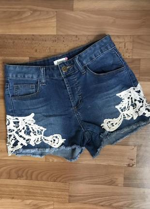 Стильные джинсовые шорты высокая талия с кружевом