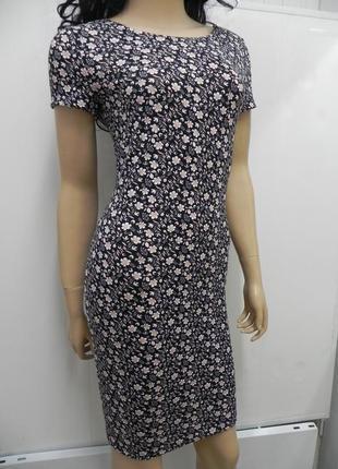 Стильное платье с открытой спинкой