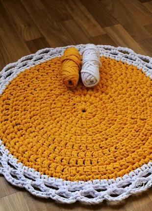 Объемный коврик из трикотажной пряжи ручной работы