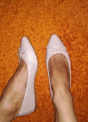 Новогодняя скидка бежевые туфли лодочки балетки с перфорацией 37-38 р в наличии один