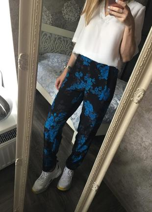 Летние брюки в цветы