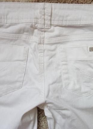 Очень крутые белые джинсы.3 фото