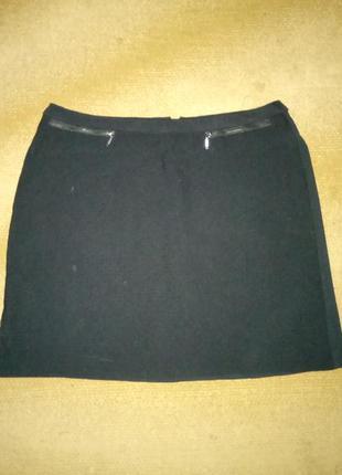 Короткая юбка чорного цвета