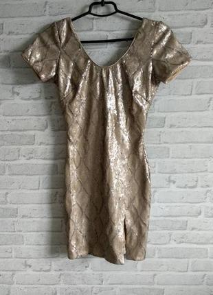 Вечернее платье с паетками и открытой спиной