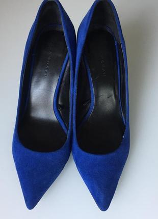 Туфли zara  на среднем каблуке