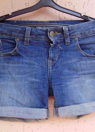 Джинсовые стрейчевые шорты с подворотами clockhouse