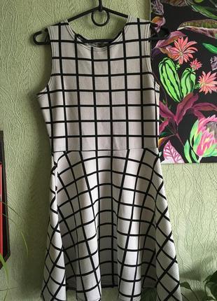 Отличное платье в клетку