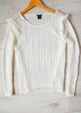 Белая блузка в крупную вязку с вонами
