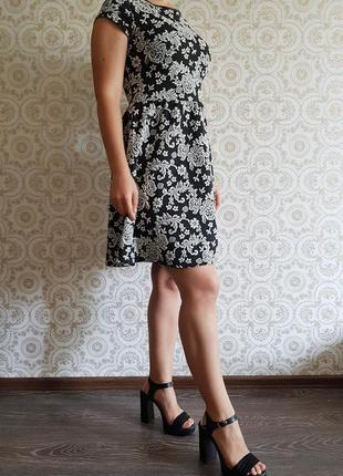 Чорно-біла сукня в квіточку newlook