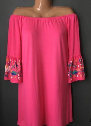 Платье со спущенными плечами