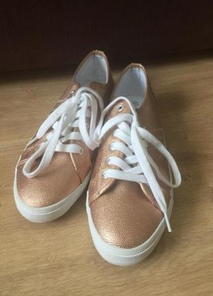 Летние удобные кроссовки