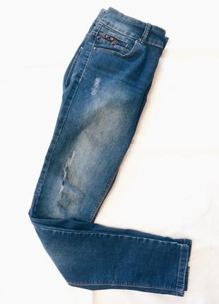 Модные джинсы с зауженным низом