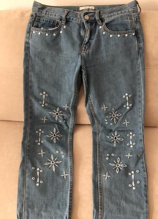 Голубые джинсы mango с вышивкой 38р