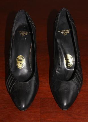 Туфлі шкіряні лодочки на каблуку