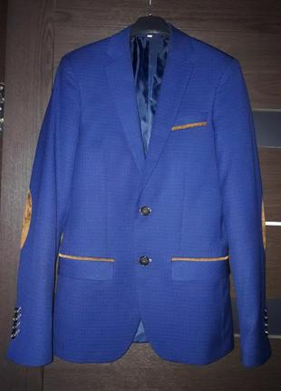 Стильный пиджак для подростка с латками на рукавах