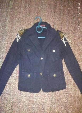 Модный пиджак с погонами