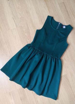 Темно-зеленое бутылочное платье