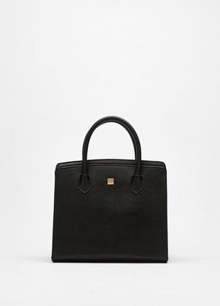 Очень красивая черная сумка bershka