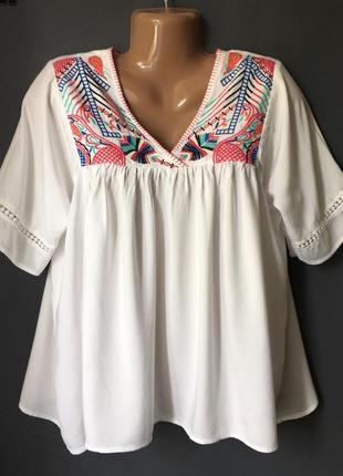 Блуза свободного кроя с вышивкой