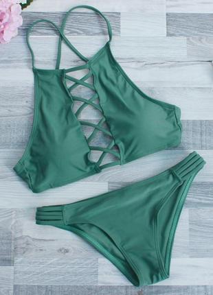 Зеленый купальник с переплетением
