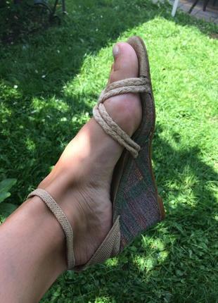 Босоножки босоніжки на зручному каблуку