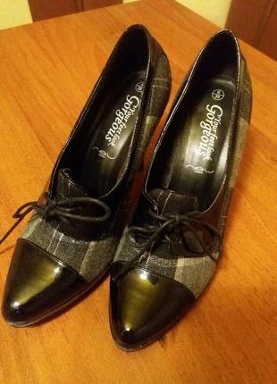 Элегантные офисные туфли лодочки на шнуровке