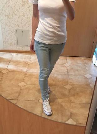 Голубі літні джинси
