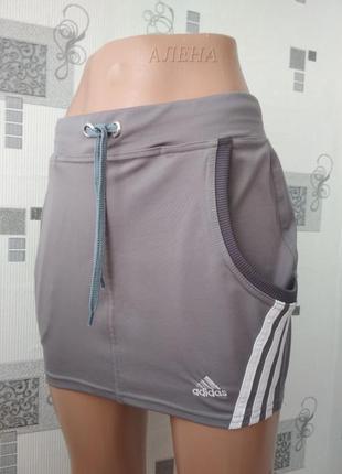 Серая спортивная юбка с карманами adidas