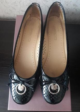 Балетки туфли лаковая кожа