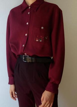 Рубашка глубокого бордового цвета с вышивкой