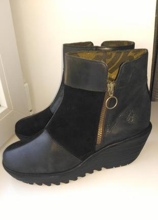 """Демисезонные,кожаные ботинки.""""fly london"""""""