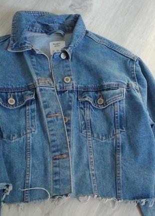Голубая короткая джинсовка оверсайз от bershka