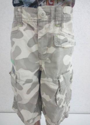 Модные шорты камуфляж