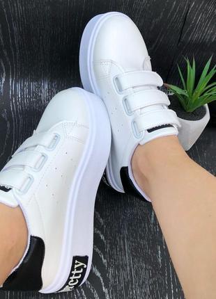 Белые женские кроссовки на липучках