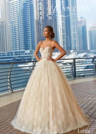 Продам шикарное свадебное платье latifa итальянского бренда lanesta1 фото