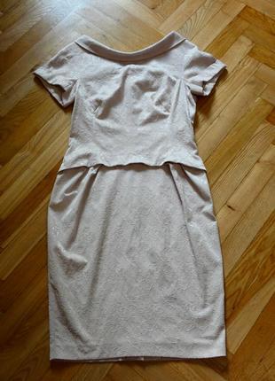 Эффектное фактурное деловое платье