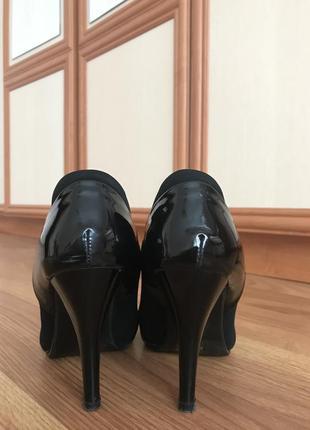 Туфлі з лаковим носком