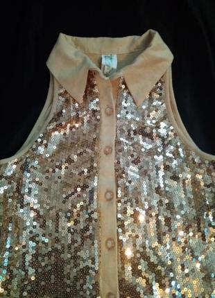 Блуза с золотыми паетками.