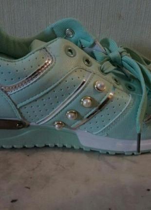 Крутые мятные кроссовки с жемчужинками и серебристыми вставками р.38-39