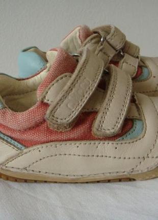 Chicco спортивные кроссовки 20 размер малышу