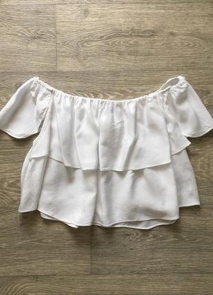 Белая укорочённая  блузка кроп топ кроп топ topshop с открытыми плечами